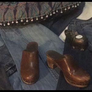 Ugg Brown Leather Boho Sheepskin Clogs Size 8